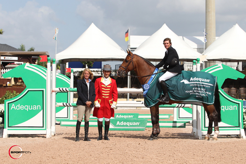 Darragh Kenny and Dakota VDL in their winning presentation with ringmaster Gustavo Murcia and Kathy Serio for Adequan