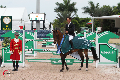 Nick Dello Joio and Boomerang in their winning presentation with ringmaster Gustavo Murcia