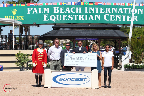 Tim Gredley in his presentation for the $25,000 Leading Horse and Rider Award for the Suncast 1.50m Series with ringmaster Gustavo Murcia, Equestrian Sport Productions President Mark Bellissimo, and Tom, Jeannie and Lauren Tisbo