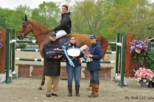 Darragh Kenny and Sans Souci Z in their winning presentation with Old Salem Farm representatives Kamran Hakim, Sarah Foster, and Vandy Lipman.