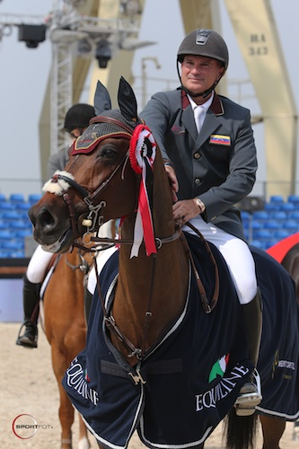Gustavo Mirabal and G&C Lucy in the awards presentation at Antwerp. Photo © Sportfot.