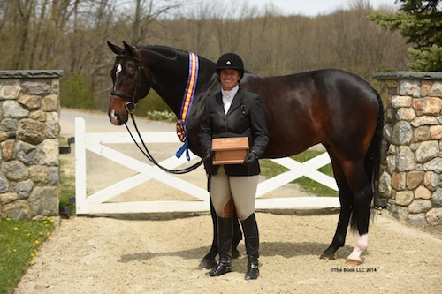 Jennifer Alfano and Candid in their Grand Hunter Championship presentation.