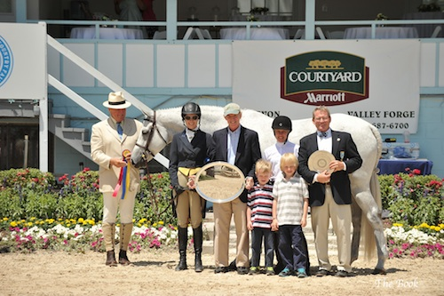 """Kimberly Maloomian and Russian Gold Grand Amateur-Owner Hunter 3'3"""" Presentation. The Book LLC"""