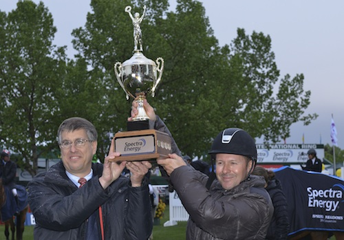Eric Lamaze raises his second trophy in a row, this time with Mark Fiedorek, President, Spectra Energy Transmission.