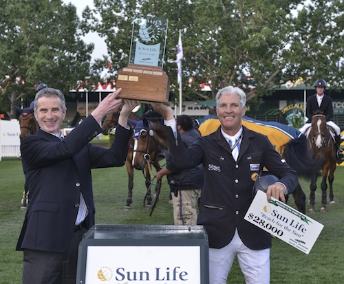 Rich Fellers in his winning presentation with Paul Boundy, Vice President, Business Development Group Benefits, Sun Life Financial