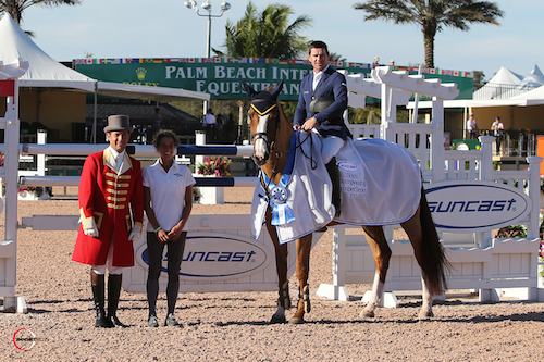 Conor Swail and Martha Louise in their winning presentation with ringmaster Gustavo Murcia and Lauren Tisbo of Suncast®