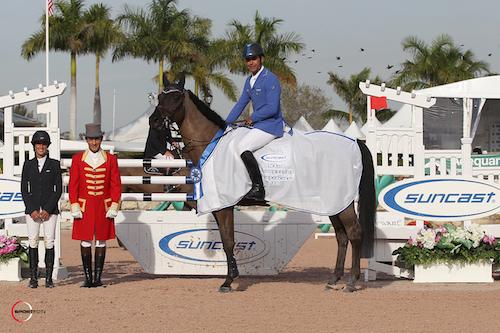 Doda de Miranda and AD Argos in their winning presentation with Lauren Tisbo of Suncast® and ringmaster Gustavo Murcia