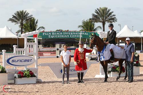 Fernando Cardenas and Quincy Car in their winning presentation with Lauren Tisbo of Suncast®