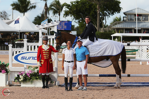 Darragh Kenny and Quiz in their winning presentation with ringmaster Gustavo Murcia and Lauren and Tom Tisbo of Suncast®