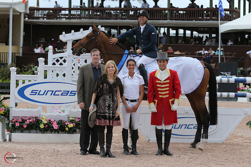 Kent Farrington and Waomi in their winning presentation with Michael and Diane Slavin, Lauren Tisbo of Suncast®, and ringmaster Gustavo Murcia