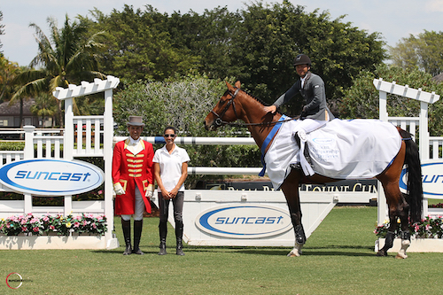 Kent Farrington and Waomi in their winning presentation with ringmaster Gustavo Murcia and Lauren Tisbo of Suncast®