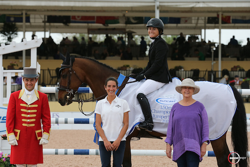 Victoria Colvin and Cafino in their winning presentation with ringmaster Gustavo Murcia, Lauren Tisbo of Suncast®, and owner Karen Long Dwight