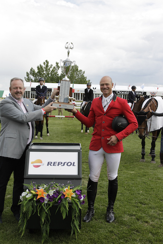 Francois Mathy raises the Repsol Cup with Dave Newby, Sr. Vice President Finance & Treasurer, Talisman Energy