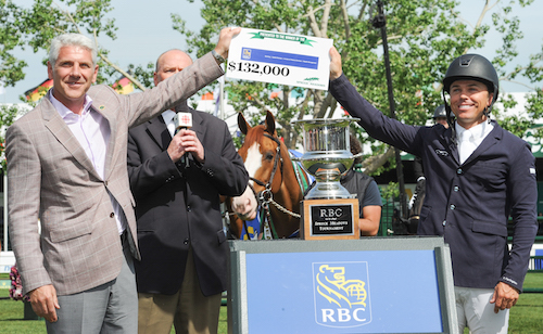 Kent Farrington accepts the winning check from Jeff Boyd, Regional President, AB and the Territories
