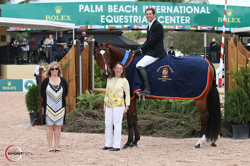 <em>Hunter Kay and Temptation in their winning presentation with Marla Holt of USHJA and Carol Cone.