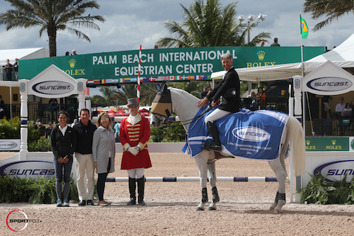 Richard Spooner and Chivas Z in their winning presentation with Lauren, Tom, and Jeannie Tisbo of Suncast®, and ringmaster Christian Craig.