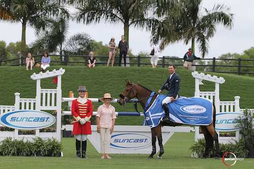 Kent Farrington and Gazelle in their winning presentation with ringmaster Christian Craig and owner Robin Parsky.