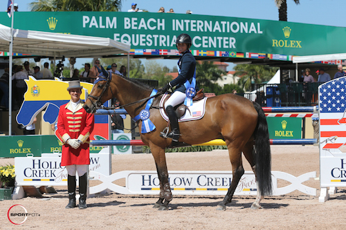 Victoria Colvin and Zidane in their winning presentation with ringmaster Christian Craig.