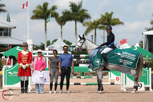 Erynn Ballard and Easy in their winning presentation with ringmaster Christian Craig, Laura Whitlow of Champion Equine Insurance, Rachel Udelson, and Javier Salvador.